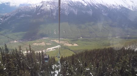 гондола : Banff gondola going down, Canada Стоковые видеозаписи