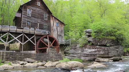 Виргиния : Glade Creek Grist Mill - Babcock SP, West Virginia Стоковые видеозаписи