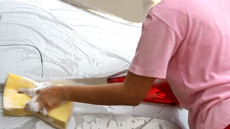 köpük : Woman Washing a car with a sponge and soap.HD Clip. Stok Video