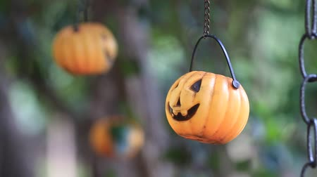 dia das bruxas : Halloween pumpkin mobile in wind, HD Clip.