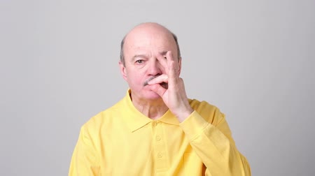 calçadão : Senior man showing a sign of closing mouth and silence gesture Stock Footage