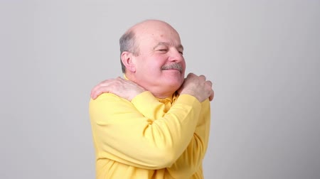 оценка : Confident smiling man hugging himself. I am the best concep