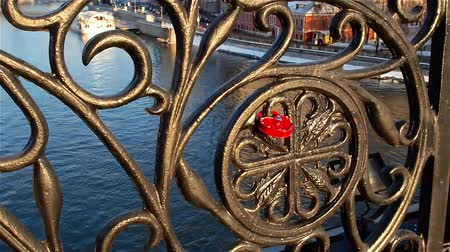 pont : Love lock attached to fence of bridge over river. Moscow. Russia. Stock Footage