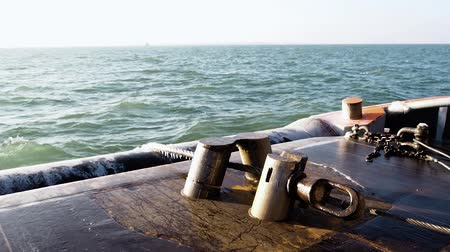 такелаж : Tugs pins hold the cable of pipe layer platform