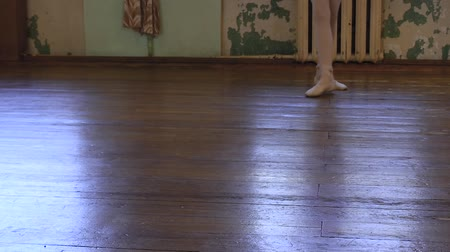 third world : Girl in ballet shoes does exercises during ballet class. Stock Footage