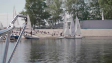 motorbot : Blur of little yachts with sheets waiving in wind Stok Video