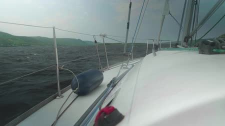 winda : View of choppy water of reservoir from yacht cockpit Wideo