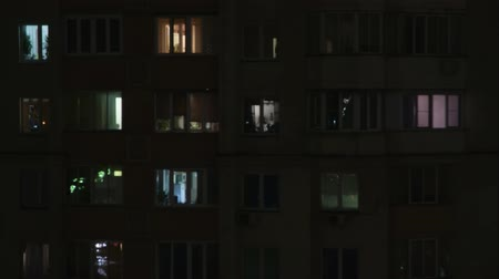 çok katlı : Timelaps of part of high rise with lights in windows at night