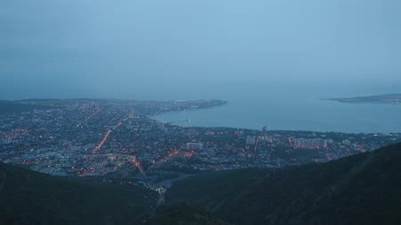 çok katlı : Timelaps top view from mountain of city standing on sea shore during dusk