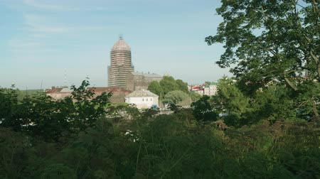 eski şehir : View of Viborg fortress through green trees and bushes Stok Video