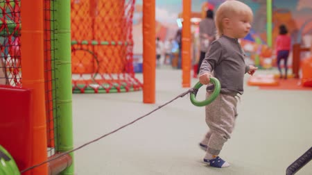 first born : Blond toddler doesnt manage to dag tube and walks away