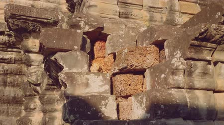 Ангкор : View of difference between inner and outer bond of wall of temple