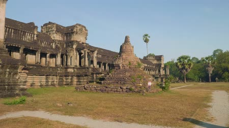 biblioteca : Ruins of Angkor Wat temple in early morning Stock Footage