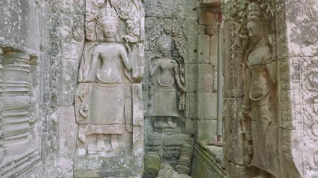 к юго западу : Frescos in ruins of Angkor Wat temple