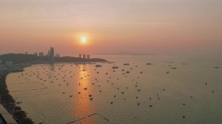 хорошее настроение : Up view of boats and ship in Pattaya bay in sunbeams during picturasque sunset Стоковые видеозаписи