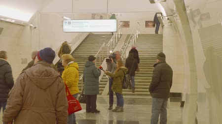 médio : MOSCOW - CIRCA APRIL, 2018: Journalists make report about new metro staion interviewing people