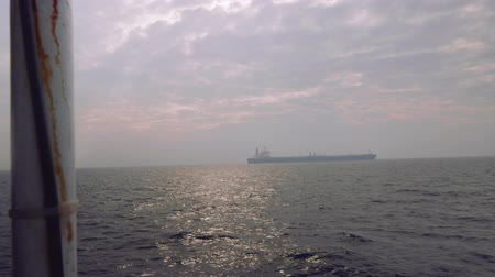 январь : Faraway view of dry cargo ship on water near Pattaya