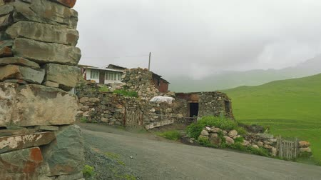taş işçiliği : View of old mountain village with its buildings and masonry