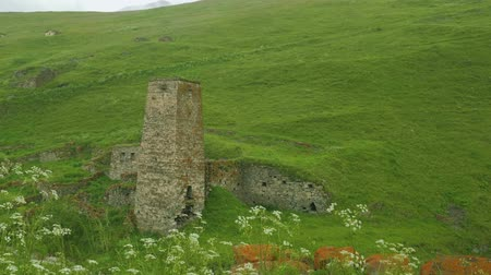 taş işçiliği : View of old Ossetian family fortress and ruins of houses high in mountains Stok Video