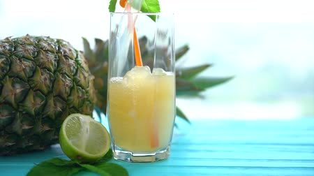 fodormenta : Pouring a tall glass of fresh pineapple juice Stock mozgókép