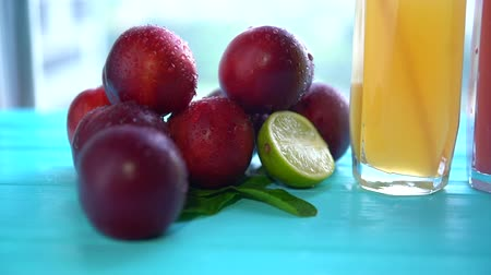 meyva : Pile of fruit with glasses of juice or smoothies Stok Video