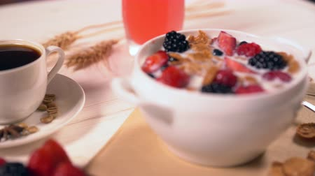 стимулятор : Close up on bowl of cereal and milk with fruit