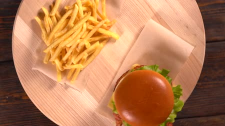 kola : Tasty cheeseburger with French Fries Stok Video