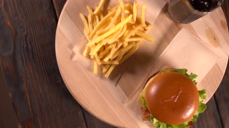 taberna : Cheeseburger, french Fries and coke or soda