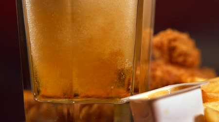 majonéz : Pouring beer into a glass of golden lager