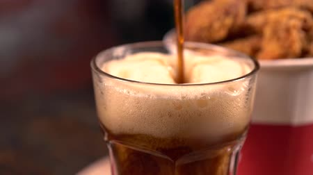 calorias : Pouring a glass of dark frothy beer