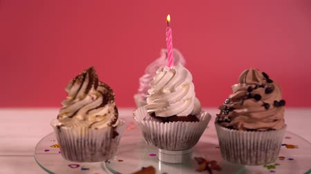скрепки : Spinning party cupcakes with creamy icing