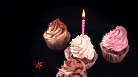 çırpılmış : Four freshly baked cup cakes with twirled icing Stok Video