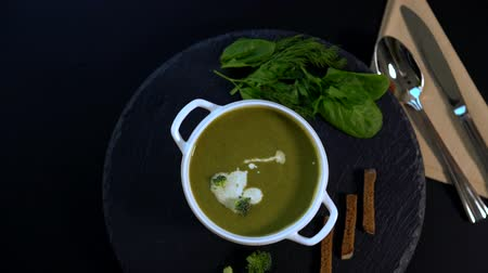 стартер : Tasty winter appetizer of thick broccoli soup