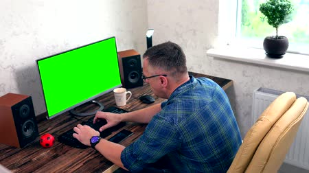 editor : Businessman working on a large desktop monitor Stock Footage