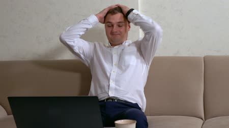 nerd : Young businessman under stress pausing Vídeos