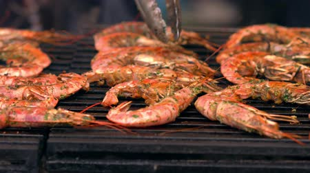 shellfish : Whole gourmet pink prawns on a grill