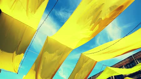 Yellow canvas bunting blowing in the wind Wideo