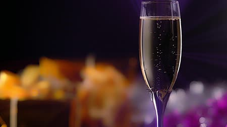 champagne flute : Romantic glass of sparkling champagne with hearts