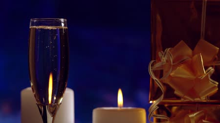 flet : Romantic flute of champagne by candlelight