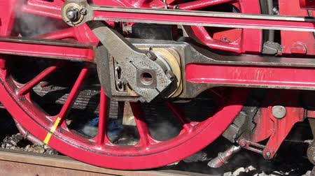 lokomotif : Wheel of an old steam locomotive  Stok Video