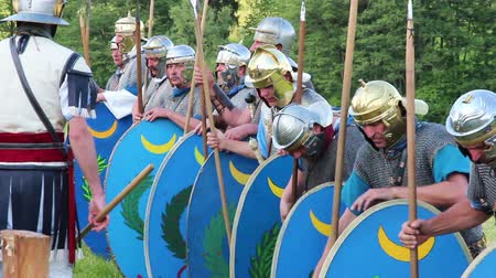 soldados : roman soldiers are training