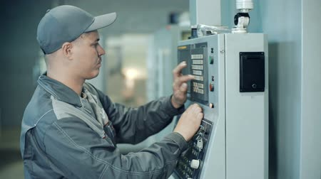 tokarka : Industrial engineer worker operating control panel system at manufacture plant Wideo