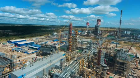 distillation : Large indusrial plant with blue sky