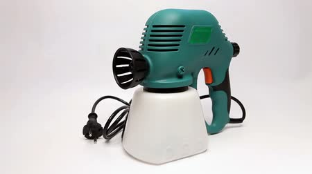ar : Electrical spray gun for coloration, for color pulverization.
