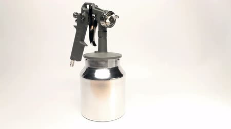 pulverização : Manual spray gun for pulverization of color.