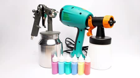 pulverização : Electrical and mechanical, manual spray gun for pulverization of color.