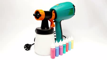 ar : Electrical spray gun for coloration, for color pulverization Stock Footage