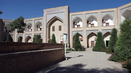 hedvábí : courtyard of ancient madrasah. Uzbekistan. Khiva
