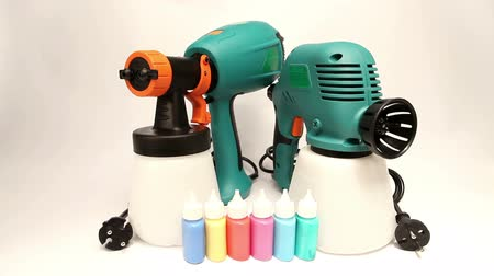 pulverização : Electrical and mechanical, manual spray gun for pulverization of color Vídeos