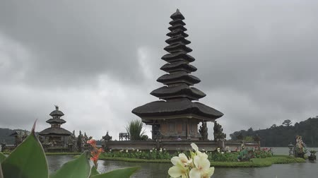 templom : Pura Ulun Danu Bratan Temple, Bedugul Mountains, Bratan Lake, Bali, Indonesia